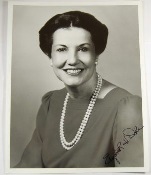 Other Collectibles 1980 ELIZABETH DOLE 8 X 10 AUTOGRAPHED PHOTOGRAPH EXC