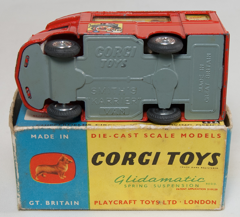 Corgi CORGI #426 CHIPPERFIELD'S CIRCUS MOBILE BOOKING OFFICE SPUN HUBS EXC, GOOD BOX