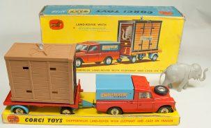 Corgi 1962 CORGI #GS-19 CHIPPERFIELD'S LAND ROVER w/ ELEPHANT/CAGE EXC W/ GOOD+ BOX