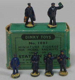 Dinky DINKY #1001 STATION STAFF, 6 PIECES  GOOD w/ GOOD BOX