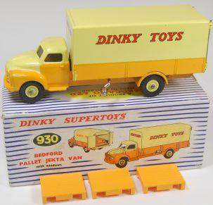Dinky 1960 DINKY #930 BEDFORD PALLET JETKA VAN W/ PALLETS near-MINT W/ EXC BOX