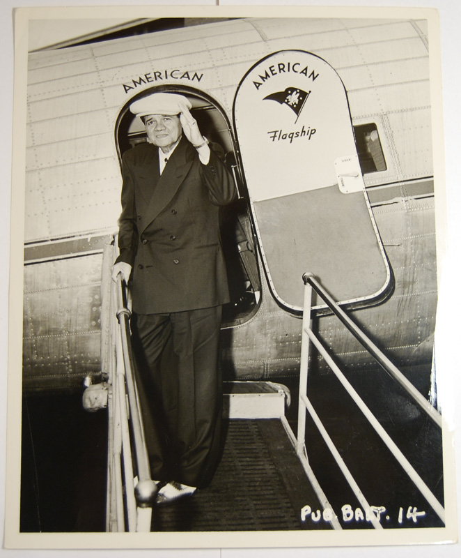 Other Collectibles 1940s RARE VINTAGE PUBLICITY 8X10 PHOTO OF RUTH WAVING AT AIRPLANE DOOR VG/EXC