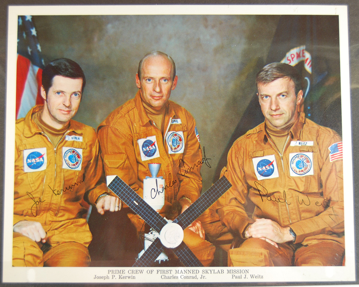 Other Collectibles 1973 SKYLAB 2 8X10 ORIGINAL SIGNED SPACE PHOTO-KERWIN, CONRAD & WEITZ EXC/MINT