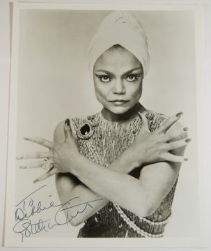 Other Collectibles 1978-79 EARTHA KITT 8 X 10 AUTOGRAPHED PHOTO, CATWOMAN, EXC/MINT