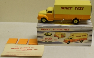 Dinky DINKY 930 BEDFORD PALLET JEKTA VAN, NEAR-MINT WITH ALL ACCESSORIES/EXCELLENT BOX
