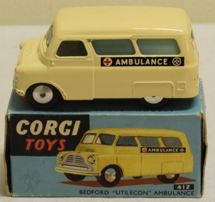 Corgi CORGI 412 BEDFORD UTILECON AMBULANCE, NEAR-MINT MODEL W/ EXCELLENT+ BOX!